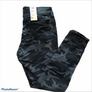 Levi 711 skinny ankle camouflage jeans size 8